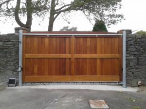 Peter Lynn gate 1